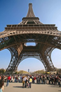 paris-tour-eiffel-touristes